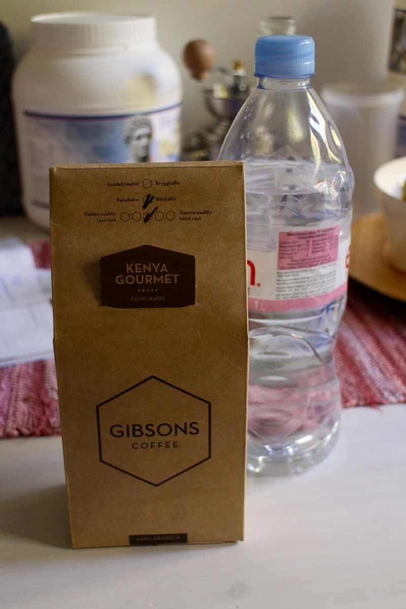 Kirjoittajatoverini kahvi ja vesi