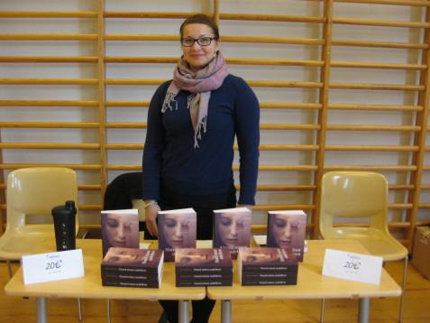 Kirjoja myymässä SBK:n kesäjuhlilla. Näiden juhlien + juhannuksen kirjamyyntisaldo oli aika kiva :)
