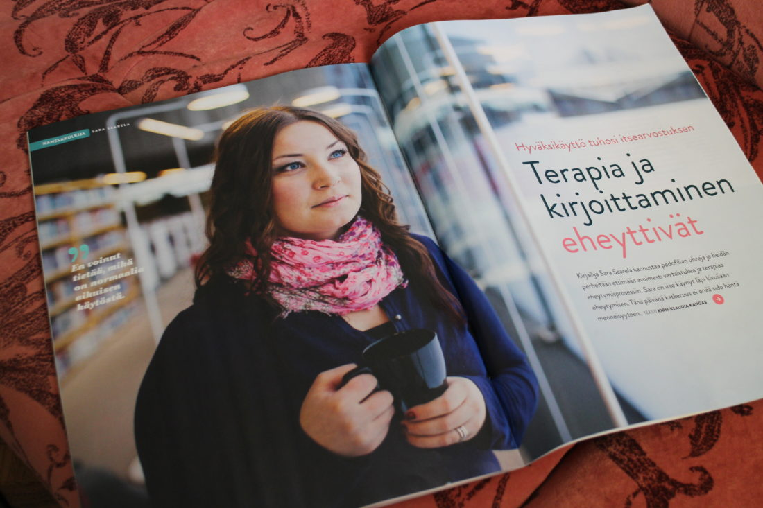 Uusimmassa Tunne&Mieli -lehdessä. On muuten hyvännäköinen lehti ja täytyy sanoa, että minusta tehdyistä jutuista parhaiten taitettu ja aseteltu. Miellyttää! Tuo lehti on juuri semmoinen, joka itseäni kiinnostaa: psykologiaa, mielenterveyttä, tarinoita... ;-)